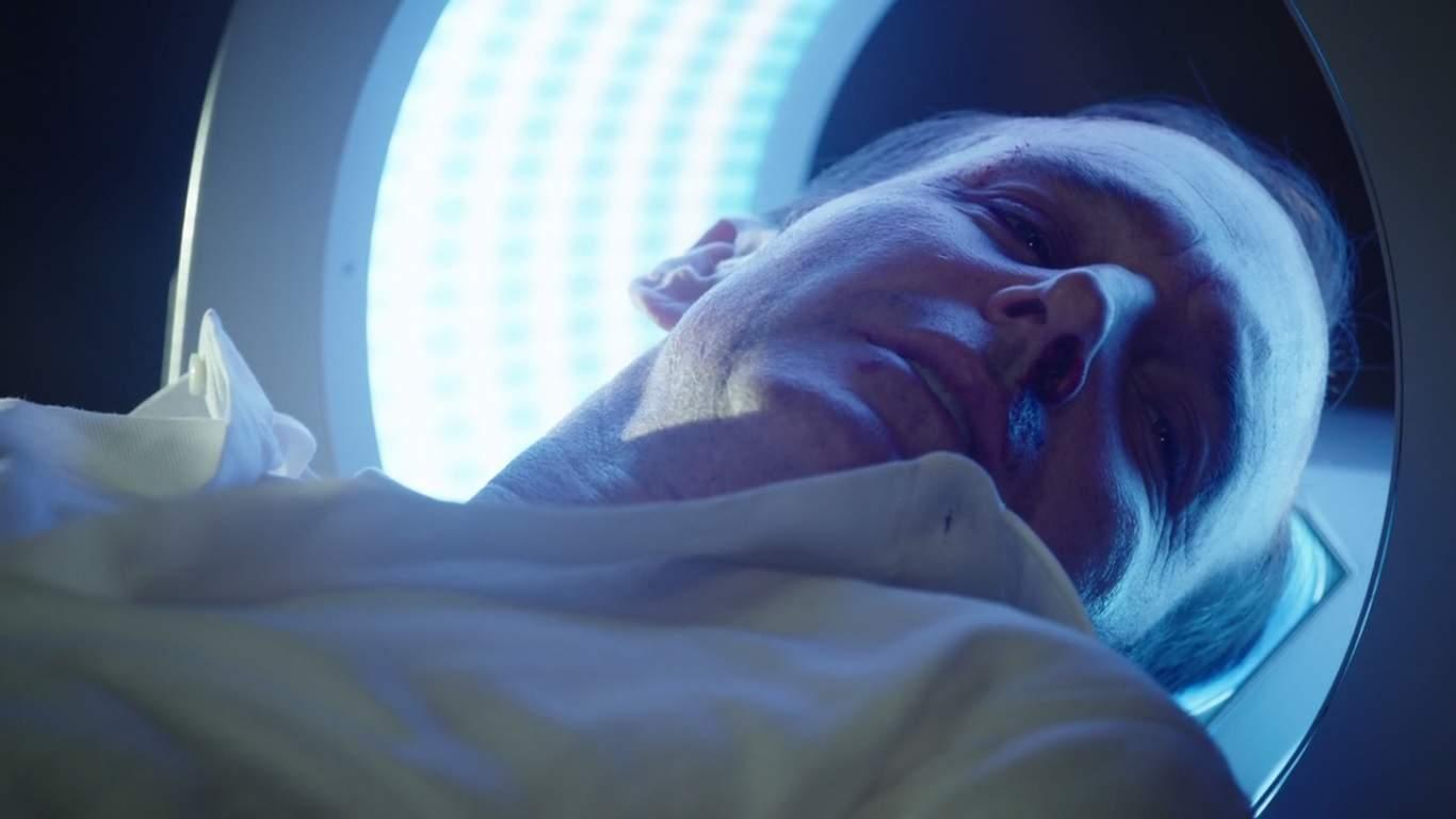 Para los espectadores habituales del programa, la mayor pregunta en sus mentes era cómo Coulson fue resucitado de la muerte y aquí es donde finalmente aprendemos cómo. Es divertido ver al equipo operar sin Coulson como su líder.
