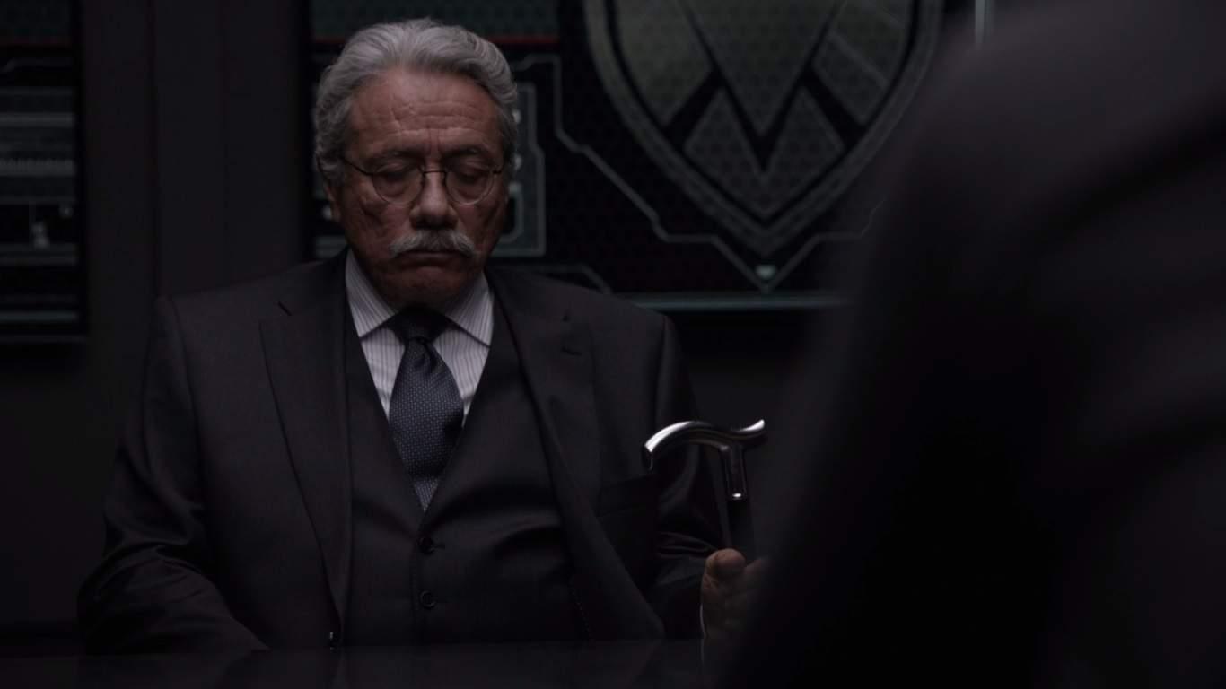 La creciente conspiración de la temporada se ha desmoronado, lo que lleva a Edward James Olmos al redil. Su lealtad los pondrá a él y a Coulson en desacuerdo entre sí.