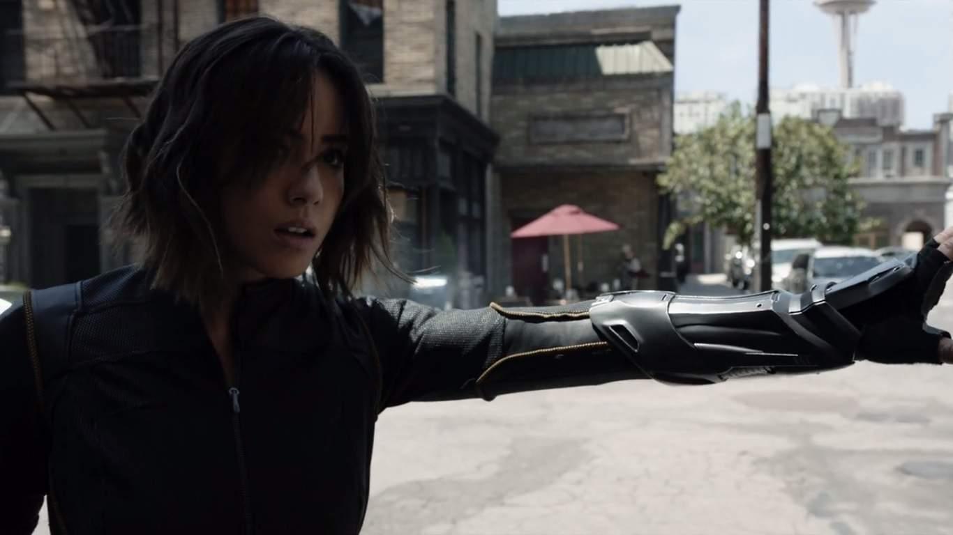 La temporada 3 comienza con S.H.I.E.L.D. reclutando Inhumanos y nos da nuestra introducción a Joey, la ATCU y Lash. Daisy ha abrazado sus poderes y está lista para liderar un equipo propio, que será un gran punto de historia en el futuro previsible.