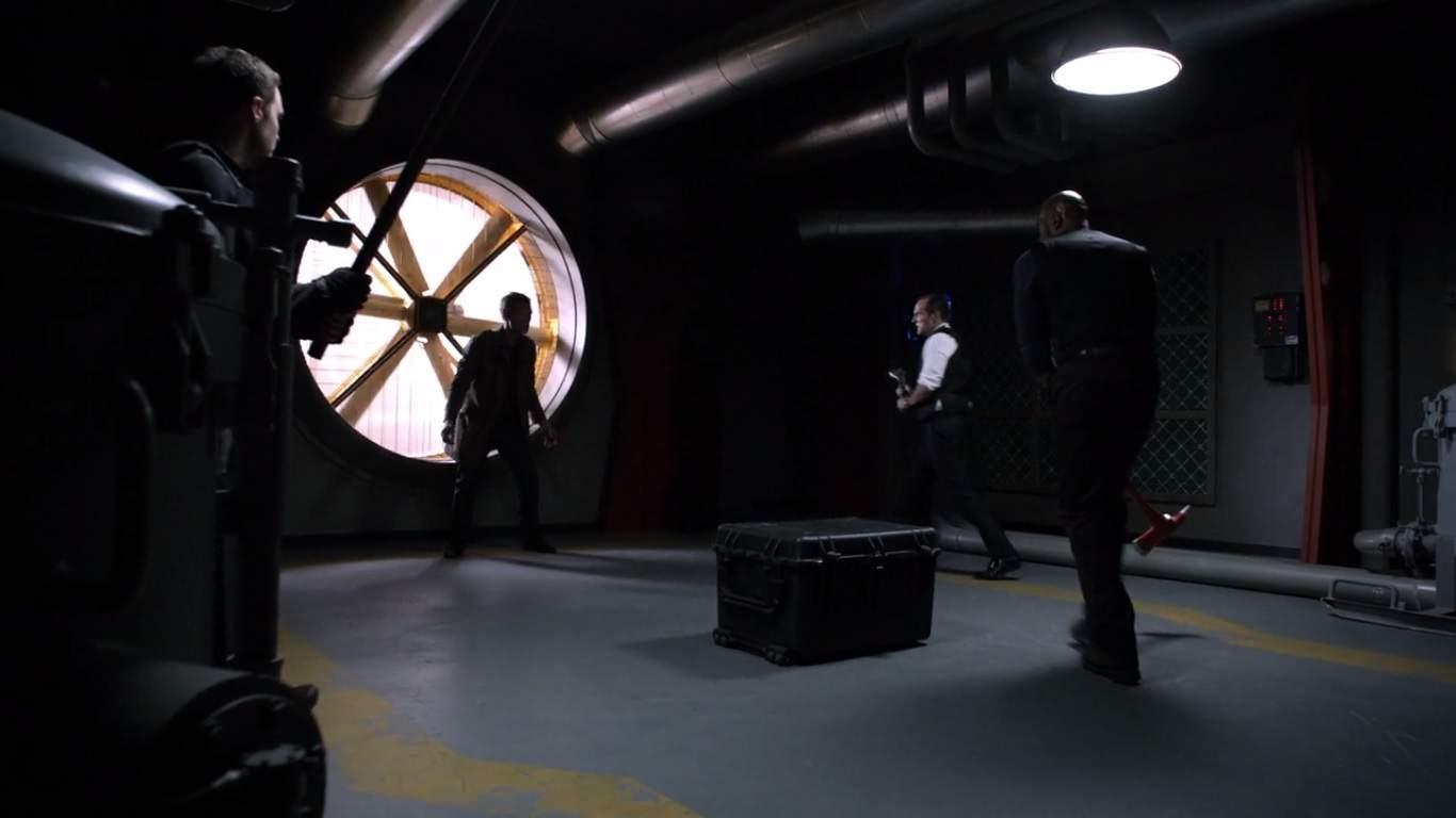 La segunda mitad de la temporada se ha estado construyendo hacia S.H.I.E.L.D. enfrentarse a los Inhumanos y esta parte final de la segunda temporada nos da ese enfrentamiento. Con los Inhumanos planeando difundir las nieblas terrigen en todo el mundo, S.H.I.E.L.D. y unos pocos Inhumanos amigables harán lo que sea necesario para detenerlos.