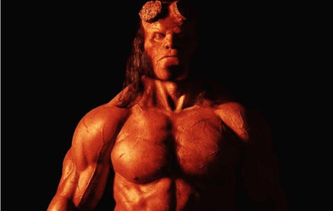 """El reinicio de """"Hellboy"""" quiere desesperadamente que te olvides de las películas de Guillermo del Toro"""