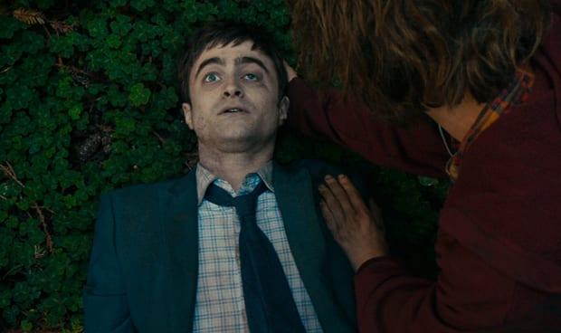 """Hombre del ejército suizo: Daniel Radcliffe habla de su papel de """"Farting Corpse"""""""