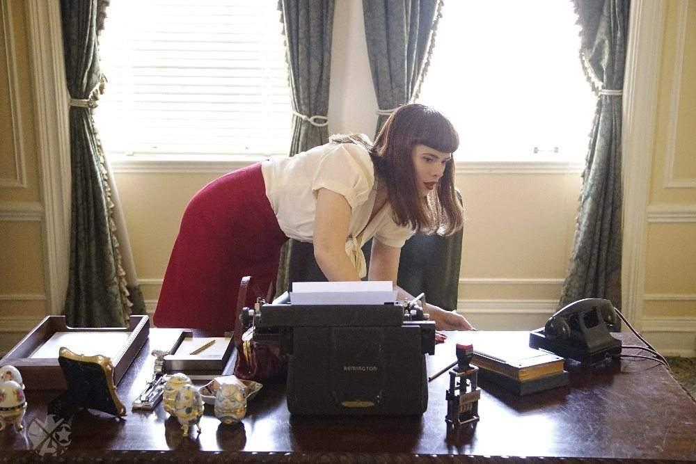 Primer clip del agente Carter Episodio 2 × 05 Ve a Peggy y Jarvis robando un cadáver