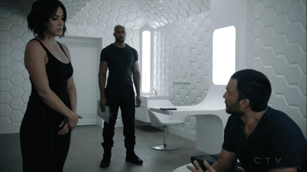 REVISIÓN: En S.H.I.E.L.D. 3 × 01, Nuestros héroes luchan contra soldados, extraterrestres y tedio existencial