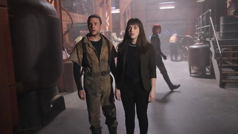 """REVISIÓN - """"Agentes de S.H.I.E.L.D."""" Temporada 6 Episodio 8 - Curso de colisión (Parte 1)"""